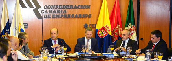 Pedro Ortega, consejero de Economía, en su visita a la CCE la pasada semana (Foto web corporativa patronal).
