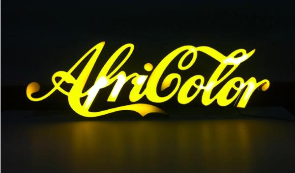AKKA es 'Afrirrealismo' y 'Africolor'...Pieza de Amina Zoubir.