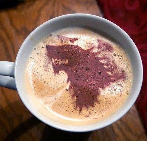 ¿Qué se esconde bajo el lobo de Invernalia? ¿Qué carta guarda Sansa para la Casa Stark? Café para tan larga espera...¡Todo un año!