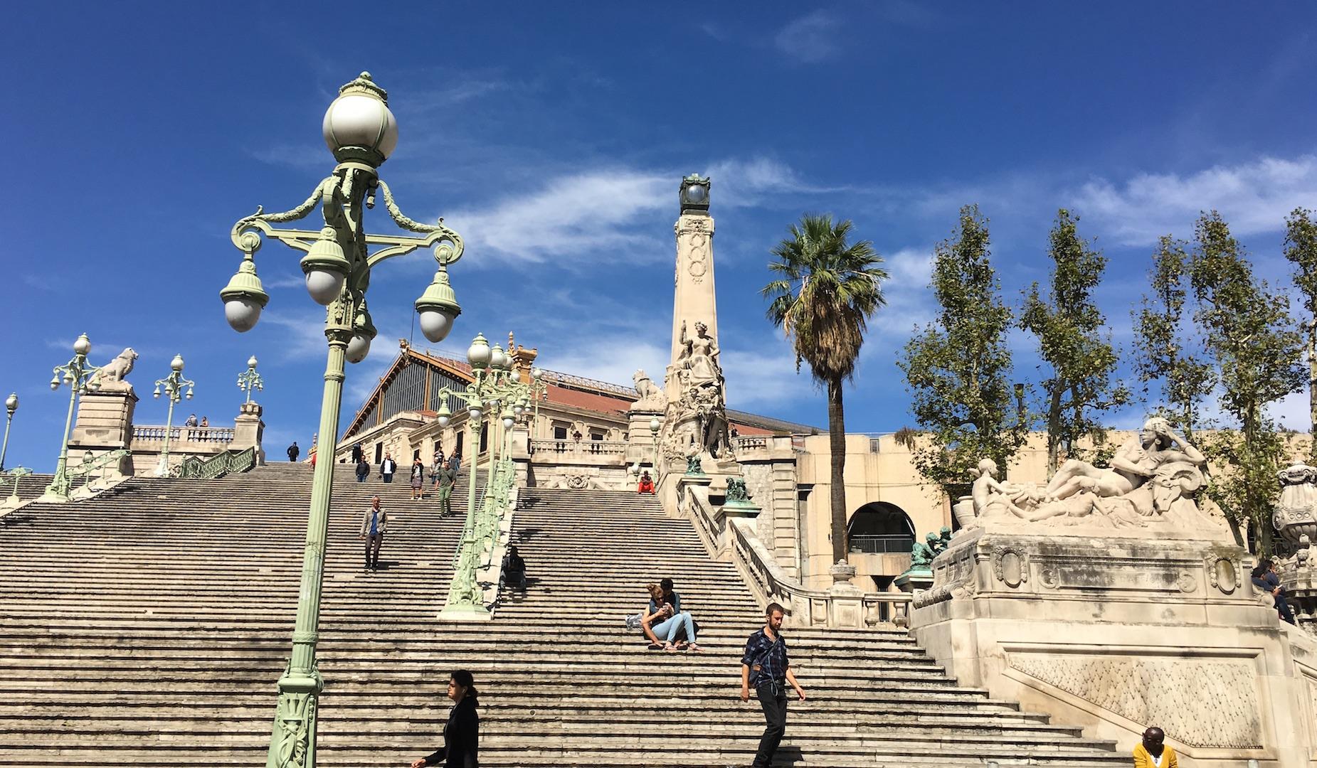 La Escalinata de St. Charles preside la llegada del viajero en tren a Marsella, con Asia y África a sus pies (Fotografía Espiral 21).