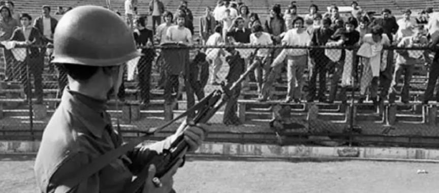 Estadio Chile convertido en un campo de prisioneros durante el Golpe de Estado y la Dictadura de Pinochet.