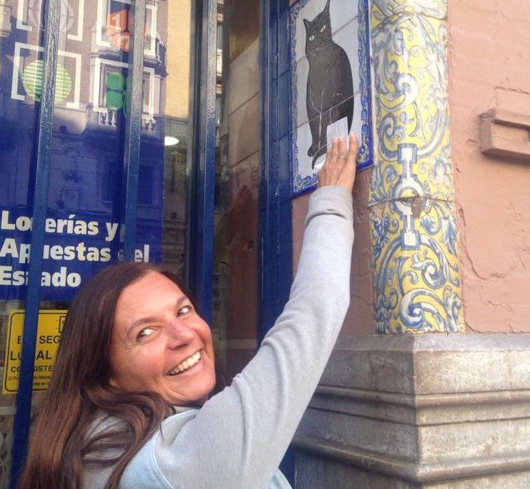 Casi todo en la capital sevillana tiene un por qué y un guiño... Hasta comprar un número de lotería (Fotografía de la autora para Espiral 21).