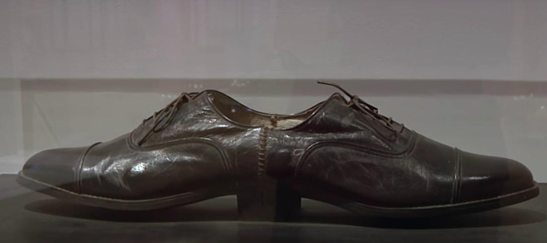 ?Fan-Tan es también un guiño a la obra del francés Marcel Duchamp.