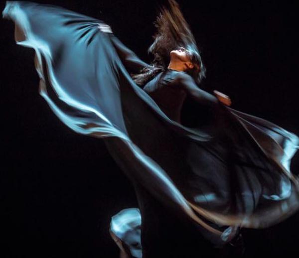 María Pagés es poesía en movimiento, que gira como nadie en su vuelo y en sus brazos (fotografía Facebook oficial de la artista).