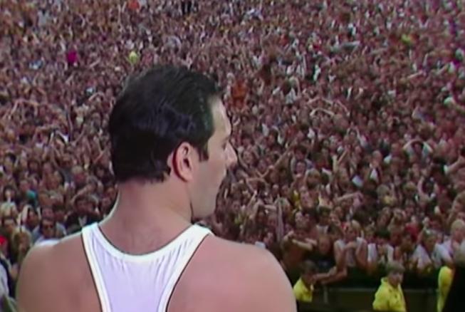 Un abarrotado Wembley coreó con devoción cada estrofa de Queen.