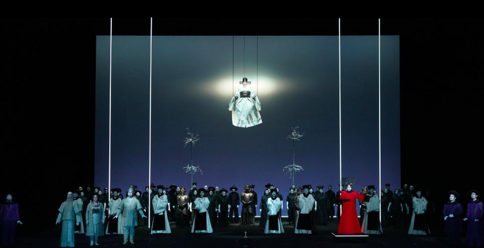 Plano general del escenario del Teatro Real con 'Turandot' de Robert Wilson (Facebook oficial del Teatro Real).