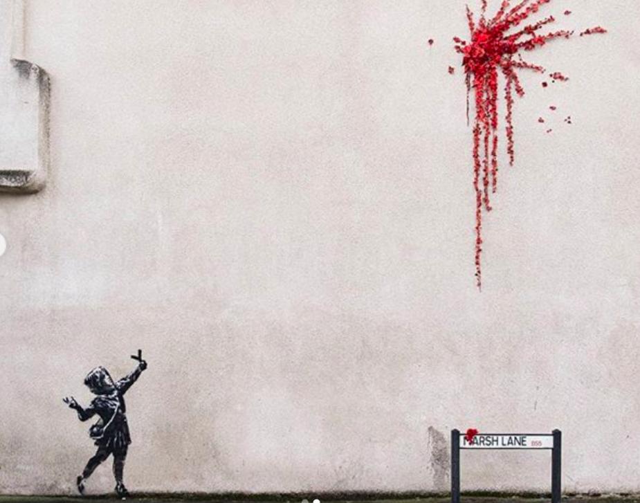 Banksy regala flores a Bristol por San Valentín. Pero se las lanza...¿Será amor?