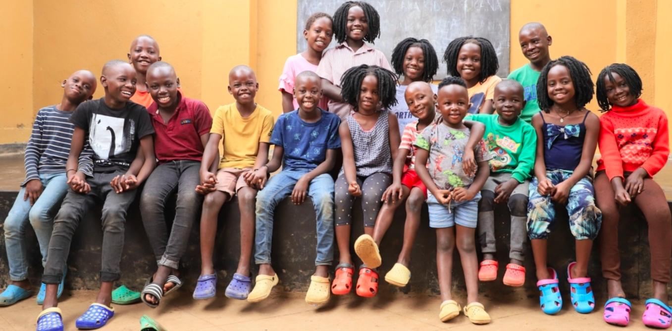Masaka Kids africana acoge a niños que lo han perdido todo en Uganda... Pero ellos son capaces de dar más.